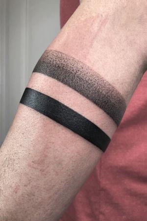 #blackwork #bracelettattoo #dotwork #ringtattoo