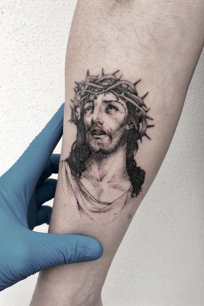 Single needle, Jesus Christ . Venezia, Italia. #singleneedle #balckandgrey #smalltattoo #fineline #slimneedle #realistictattoo #jesus
