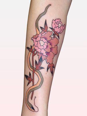 Tattoo by Brindi #Brindi #flowertattoos #flowertattoo #flower #floral #nature #plant #illustrative #neojapanese #peony #snake #reptile