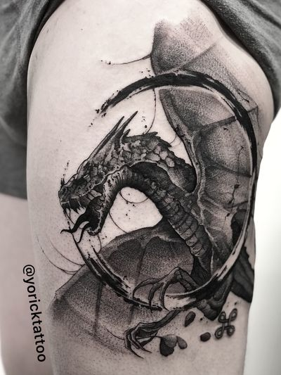 Did this cool freehand dragon yesterday at @gritnglory on Gregory. I'm doing lots of cool stuff this week in NY so stay tuned! #animals#dragon#dragontattoo #blackwork#blackworktattoo#customtattoo #darkart #fantasy #fantasytattoo #freehand #ink #inksplash#menwithtattoos#newyork#satisfyingvideos