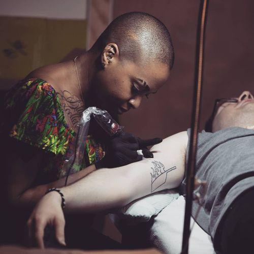 Doreen Gardner tattooing #DoreenGarner #TannParker #InktheDiaspora #qpocttt #poctattoo #qpoctattoo #brownskin #blackskin #empower #visibility #tattoocommunity
