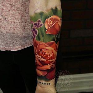 Loving these orange roses at the moment! #tattoo #tattoos #ink #inked #tattooidea #tattooideas #amazingtattoos #realismtattoo#femininetattoos #tattoodesign #besttattoos #amazingtattoo #superbtattoos #fusionink #tattoodo #tattoodooapp #lizvenom #floraltattoo #rosetattoo #tattoorose #edmontontattoo #edmontonink #skinartmag #sleeve #feminine #rosa #colour #color #vibrant #ireland #uk #uktattoo