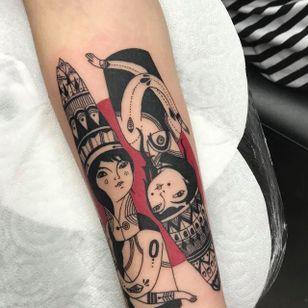 Tattoo by Sebastian Warunek aka SebaTattoos #SebastianWarunek #sebatattoos #illustrative #red #portrait #lady #queens
