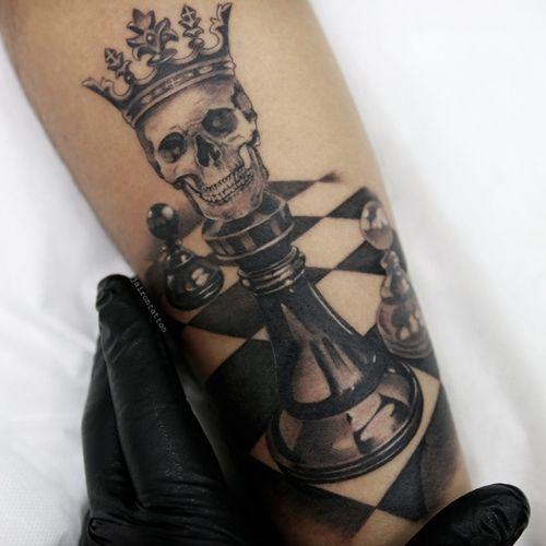 Chess #chessking #chesstattoo #blackandgreytattoo #bngtattoos #realismtattoo #realistictattoos