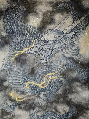 Ryu(Dragon) 龍 : Ki lives in water and becomes a Mizuchi (Amaryo) after 500 years, Mizuchi becomes a Ryu (Dragon) after 1000 years, Ryu becomes Kakuryu after 500 years, Kakuryu becomes Ouryu after 1000 years, and old Ouyu called Kouryu. Excerpt from -Jutsuiki- Kouryu is the spirit of God, Ouryu is chief of Shiryu(4 Dragons of the direction guardians). Ouryu gives birth to Tenma, Hiryu gives birth to Houou. Excerpt from -Tanonki- There are various stories in the anecdote of dragon, these are part of them. done by thin hemp paper, Sumi, liquid pigment and gold powder. @kurosumitattooink #kurosumi #kurosumiink #kurosumitattooink ・ appointment via email kensho@japantattoo.net ・ ・ ・ ・ ・ ・ #drawing #tattoodrawing #tebori #handpoke #irezumi #horimono #wabori #japantattoo #japanesetattoo #japaneseirezumi #traditionaltattoo #ink #inked #tattooart #tattoolife #tattooideas #tattooculture #tattoosketch #japaneseart #ドローイング #刺青 #タトゥー #巴御前 #dragon #irezumicollective