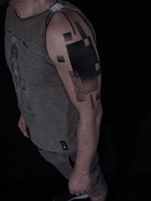 Tattoo by Animal.tattooer #Animaltattooer #coveruptattoos #coveruptattoo #coverup #tattoocoverup #scarcoverup #geometric #blackwork #linework #dotwork