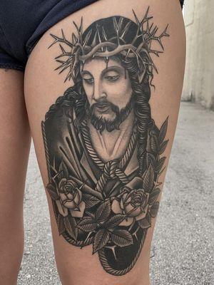 Tattoo by Javier Betancourt #JavierBetancourt #tattoodoapp #tattoodoappartist #tattooartist #tattooart #tattoodoappspotlight #jesus #crownofthorns #roses #rose #flowers #floral #rope