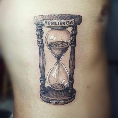 Hourglass. Booking on my whatsapp +522223605806 info in bio 🤘🏻🤓 #hourglass #relojdearena #tatuaje #tattoo #blackandwhite #graywash #dotwork #resiliencia #puntillismo #ink #inked #menwithink #tattooedboys #HybridoKymera #puebla #mexico #tatuadoresmexicanos #tatuadorespoblanos #pueblacity #hechoenmexico #madeinmexico #mexican #tatuadoresmx #mexicotattoo #mexicanpowertattoo #pueblatattoo #tattooinklatino #artinkstasmx @fkirons @tattoodo