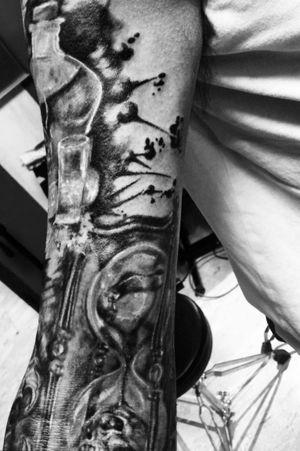 Details ...,new session .Workinprogress. #blackandgreytattoo #blackandgrey #realismsleeve #realistictattoo #trashpolka #skulls #horrortattoo #horrorart #DarkArt #darkartist #lilithdivineartist #madnesscircus