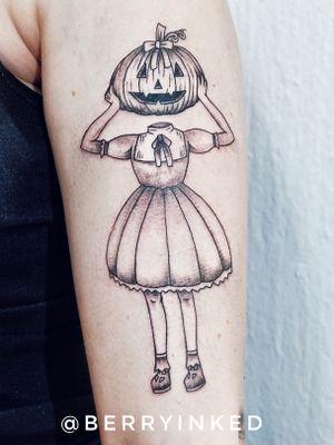 Halloween lady #linework #blackwork #blackandgrey #blackartist #art #blackworktattoo #lineworktattoo