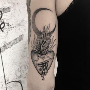 #totemica #tunguska #black #sacred #heart #moon #tears #tattoo #originalsintattooshop #verona #italy #blacktattooart #tattoolifemagazine #tattoodo #blackworkers
