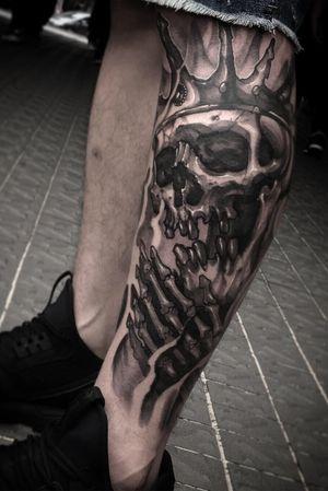 skull pray #tattoodo #skulltattoo #prayhand #koreatattoo