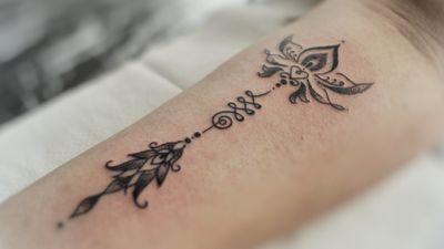 Unalome & lotus #unalome #unalometattoo #lotus #lotusflower #lotusflowertattoo #ornamentaltattoo