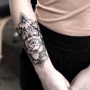Work by our artist TL. #yegtattoo #edmontontattoo #780tattoo #yegink #edmontonink #780ink #yegtattoos #edmontontattoos #edmontoninked #edmontontattooshop #edmontontattooartist #edmontontattoostudio #edmonton #780 #yeg #tattoo #tattoos #tattooed #tattooidea #besttattoos #amazingtattoo #amazingtattoos #tattoodesign #tattoodesigns #bombshelltattoo #bombshellyeg #yegpiercing #edmontonpiercing #blackwork #ornamental