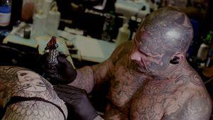 Joseph Haefs tattooing #JosephHaefs #MusinkFest #Musink #musicfestival #tattooconvention #TravisBarker