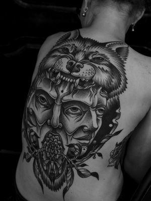 #steppenwolf #backtattoo #wolftattoo #boldlines #bigtattoo #dotwork #dotworktattoo #graphic #graphictattoo #blacktattoo #blackwork #blackworktattoo #berlin #keblacktattoo