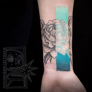 Tattoo by Chris Rigoni #ChrisRigoni #selfharmscarcoveruptattoo #coveruptattoo #scarcoveruptattoo #scarcoverup #coverup #flower #floral #illustrative