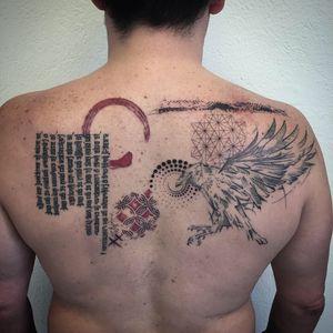#photooftheday #tattoo #tatouage #crow #crowtattoo #geometrictattoo #geometric #blackandred #blackandredtattoo #dots #stipple #petitspoints #lausanne #lausannetattoo #tattoolausanne #lespetitspointsdefanny