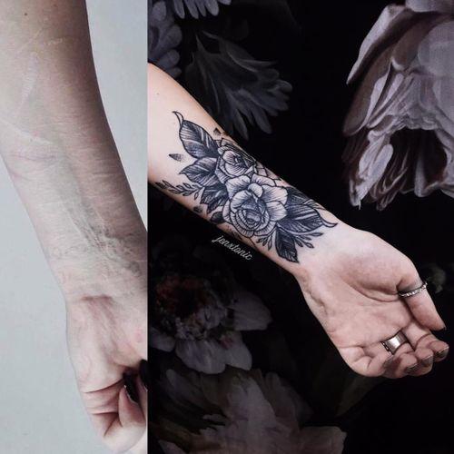 Self Harm Scar Cover Up Tattoo by Jen Tonic #JenTonic #selfharmscarcoveruptattoo #coveruptattoo #scarcoveruptattoo #scarcoverup #coverup #rose #illustrative #blackwork #linework #flowers #floral