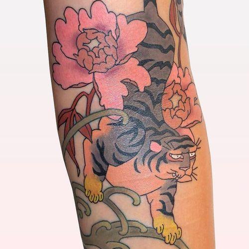 Tiger amongst peonies tattoo by Brindi #Brindi #selfharmscarcoveruptattoo #coveruptattoo #scarcoveruptattoo #scarcoverup #coverup #tiger #junglecat #cat #kitty #peonies #flowers #floral #peony #waves #nature