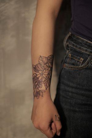 Each body has its Art #draw #ink #tattoo #tattooed #inked #instaart #tatts #drawing #design #dotwork  #sketch #art #tattoos #oldschool #oldschooltattoo #blackandwhite  #tattooing #tattooer #artwork #instatattoo #inklife #inkedup #bodyart#تاتو#coffeetattoo #coffeetattoos#handtattoos #handtattoo