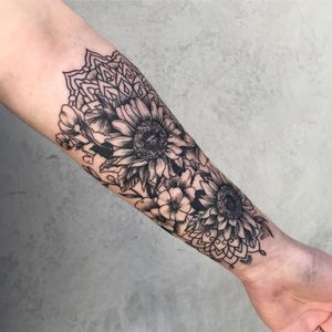 Sunflowers and mandalas tattoo by Xin_inscu #xin_inscu #selfharmscarcoveruptattoo #coveruptattoo #scarcoveruptattoo #scarcoverup #coverup #mandala #sunflowers #floral #flowers #pattern #ornamental