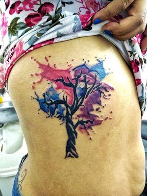 Árbol acuareloso