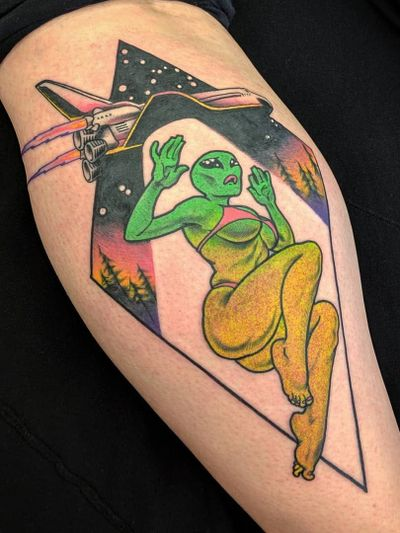Tattoo by Onnie O'Leary #OnnieOleary #besttattoos #favoritetattoos #awesometattoos #tattoodoapp #tattooartist #tattoodoappartists #pinup #alien #abduction #ufo #ibelieve #surreal #color