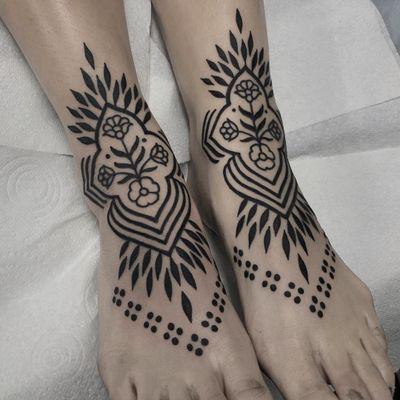 Tattoo by Cloditta #Cloditta #besttattoos #favoritetattoos #awesometattoos #tattoodoapp #tattooartist #tattoodoappartists #blackwork #pattern #ornamental #flower #floral #folktattoo