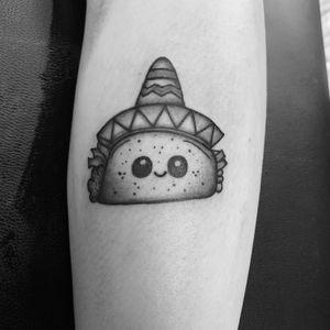 A taco buddy for the previous cactus tattoo 👏🏼 #taco #sombrero #mexico #blackandgray #blackwork #legtattoo