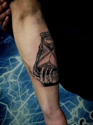 #clocktattoo #timetattoo #tattooidea #tattooartistmagazine #tattooart #tattooartist #tqttoo #tato #tatu #tatouages #tatouage #tatuaje #tatuagem #skulltattoo