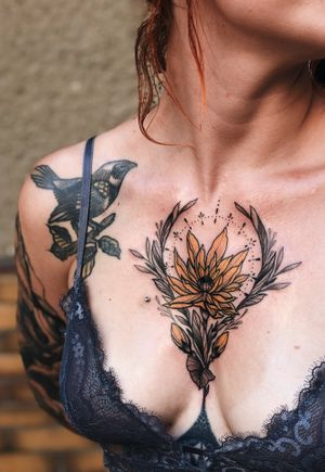 Moooore of them please 🌼 #chestflower #chestpiece #chesttattoo #floral #flower #color #neotraditional #jentonic #jenxtonic