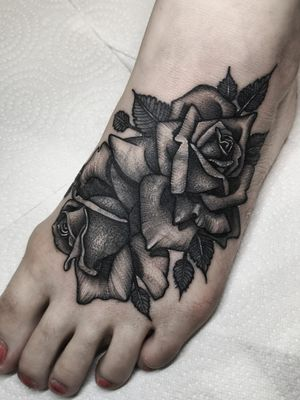 Instagram: @olga_tattoos E-mail: Olgamdtattoos@gmail.com  #london#londontattoos#shoreditch#customdesign#customtattoos#bw#blackink#blscktattoos#tattoo#tattoos#tattooed#tattooers#blackwork#blackink#blackworkers#blackworkers_tattoo#ttt#tttism#ldnttt#london#ink#londontattoos#uktattooers#blacktattoos#blackandgrey#blackandgreytattoos#realistictattoo#art#blackandgreytattoos#roses#rosetattoo#foottattoo