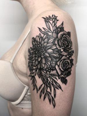 Instagram: @olga_tattoos E-mail: Olgamdtattoos@gmail.com #london#londontattoos#shoreditch#customdesign#customtattoos#bw#blackink#blscktattoos#tattoo#tattoos#tattooed#tattooers#blackwork#blackink#blackworkers#blackworkers_tattoo#ttt#tttism#ldnttt#london#ink#londontattoos#uktattooers#blacktattoos#blackandgrey#blackandgreytattoos#realistictattoo#art#blackandgreytattoos#bouquet#weddingbouquet#wedding #weddingtattoo#flowers#flowertattoos