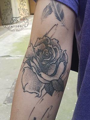 Dotwork rose tattoo healed / Tatuaj trandafir  #tatuaje #tatuagem #tattoo #tattoos #tatuajebucuresti #salontatuajebucuresti #tattoobucharest #inked #dotwork  www.tatuajbucuresti.ro