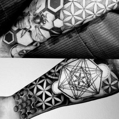 #blackandgrey #dotwork #metatronscube #fruitoflife #seedsoflife #floweroflife #realism #bee #geometric