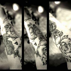 #fullcover #sleeve #beginn #coverup #tattoo #frau #inkedgirl #inkedwoman #frischgestochen #follow #followforfollower#blackandgrey #instatattoo #germantattooer e#germantattooer#natur #follow #followforfollower #tattoodopro #blackandgrey Rose #Gesicht #face #frau #inked #tattoodo