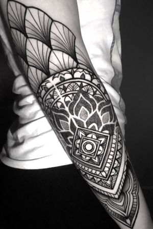 #dotworktattoo #blacktattoomag #geometrical #dailydotwork #onlyblackart  #ornamentaltattoo #sacredgeometry #sacredgeometrytattoo #honolulu_life #oahutattoo #tattoodo #form.ink