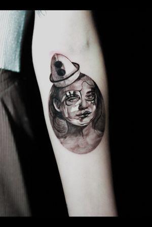 #tattoo #blackandgrey #tattooedgirls #blackandgreytattoo #surrealism #realism #realistictattoo #losangeles #california #latimes #portraittattoo #yogi #magic #circus #clown