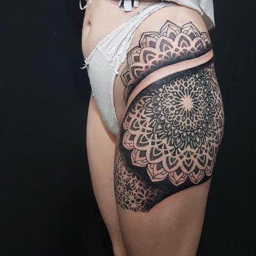 Swirlywanxsinatra@gmail.com  #tattoo #blackandgrey #mandala #dotwork #lanternandsparrow #brisbane #brisbanetattoo #blackworktattoo #blackwork #geometrictattoo #geometric #sydneytattoo #sydney #australiantattoo #ritalinpower #brisbaneartist #btattooing #brisbanetattooartist