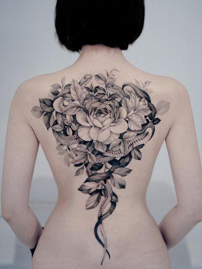 Tattoo by Zihwa #Zihwa #fineline #finelinetattoo #backtattoo #snaketattoo #snake #reptile #animal #nature #rose #illustrative #leaves #flower #floral #fineline