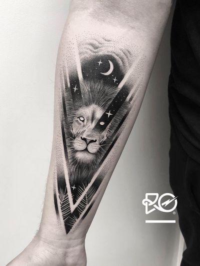 By RO. Robert Pavez • 🦁 • Done in studio Bang Bang • New York 2019 #engraving #dotwork #etching #dot #linework #geometric #ro #blackwork #blackworktattoo #blackandgrey #black #tattoo #fineline