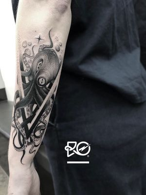 By RO. Robert Pavez • 🐙 • Done in studio Bang Bang • New York 2019 #engraving #dotwork #etching #dot #linework #geometric #ro #blackwork #blackworktattoo #blackandgrey #black #tattoo #fineline