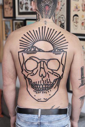 #skulltattoo #linework #strong #backpiece #backtattoo #sunset #patrykhilton #ModernTattoos #contemporarytattoos #contemporarytattoo #fatline #fresh