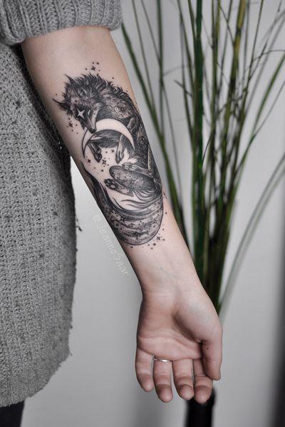 Moon snatcher Individual design #tattoo #linework #tattoosketch #sketch #jeannesaar #jeannesaartattoo #naturetattoo #graphictattoos #moon #wolf #cosmic #stars