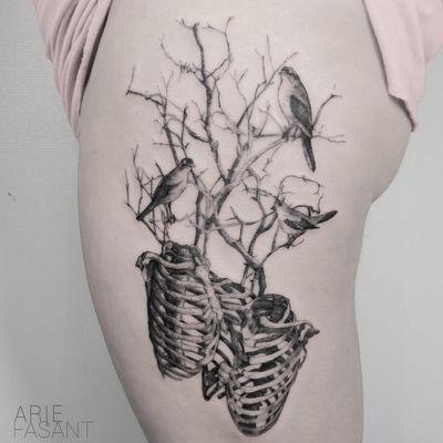 Tattoo by Arie Fasant #ArieFasant #treetattoos #trees #tree #nature #wood #outdoors #land #earth #skeleton #bones #birds #illustrative