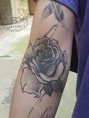 Rose tattoo dotwork healed/ Tatuaj trandafir #rose #rosetattoo #dotwork #tattoo #tattoos #tattoobucharest #bucharestink #tatuaje #tatuajebucuresti #salontatuaje  www.tatuajbucuresti.ro