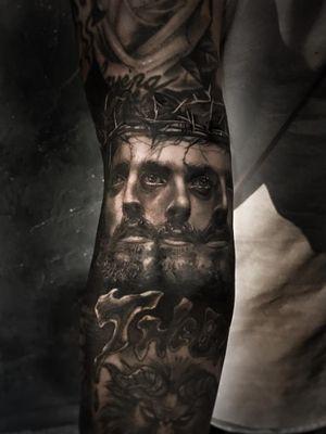 Tattoo by Josh Lin #JoshLin #besttattoos #tattoodoapp #appspotlight #spotlight #best #awesome #cool #realism #realistic #hyperrealism #Jesus #JesusChrist #crownofthorns #religious #Christian