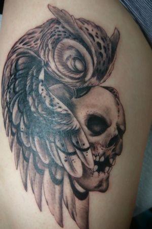 Owl and skull Tattoo Cover, done Whit kaco Tattoo machine. Entre Lagos Tattoo & Art Gallery Centralstrasse 42 Interlaken WhatsApp :079 448 35 83 Facebook :jairo ramirez art Instagram :JAIRO_RAMIREZART Www.entrelagostattooartgallery.com Jairoramirezart@gmail.com