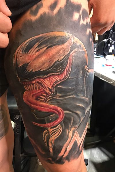 IG: grafitwear ...All black like VENOM👇This is my last full color piece for a total of 15 hours divided into two sessions. His name is Venom is a fictional character that appears in American comics published by Marvel Comics, commonly in association with Spider-Man. The character is a sensitive extraterrestrial symbiote with an amorphous, semi-liquid form, which survives through union with a guest, usually human (for those who did not know) 👍 I hope you enjoy it ... #venom #spiderman # marvel #simbiotico #color #tattoo #venom #ink #marvelstudio #grafitwear #inknation #grafitwear #ink #tattoo #comic #spiderman # hombrearaña #tatuaje #expotattoord #black #ink #grafitwear # ss19